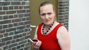 Mutter beauftragt vor der Hochzeit ihrer Tochter eine Treuetesterin