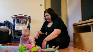 Diverse Mütter Babymassage