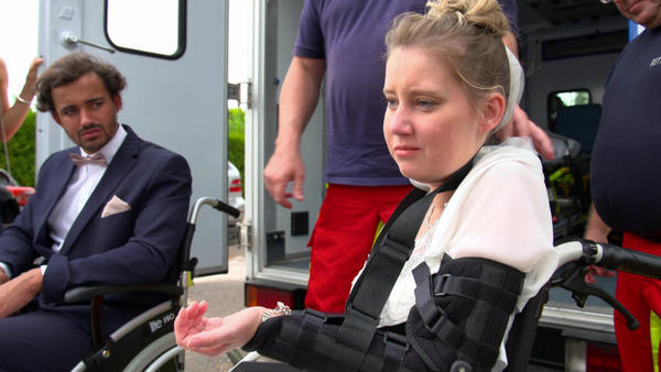 Rollstuhlfahrerin wird während der Trauung angegriffen