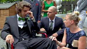 Rollstuhlfahrer wartet vergeblich auf seine Braut