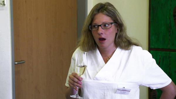 Tinas Schwester fällt erneut auf ihren Chef herein