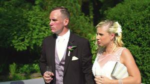 Fremde Hochzeitsgäste mischen Hochzeitsfeier auf