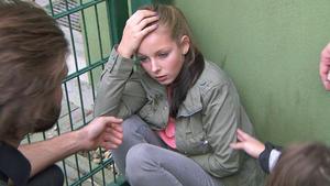 Justine ist bekifft, als ihr Vater sie findet