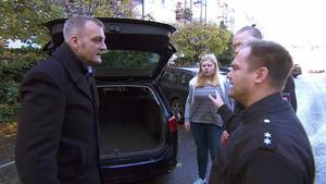 Marina wurde von Sebastian bei der Polizei abgeliefert.