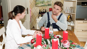 Andrea bittet Rufus um Stillschweigen