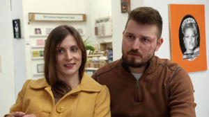 Verliebtes Brautpaar verhält sich seltsam