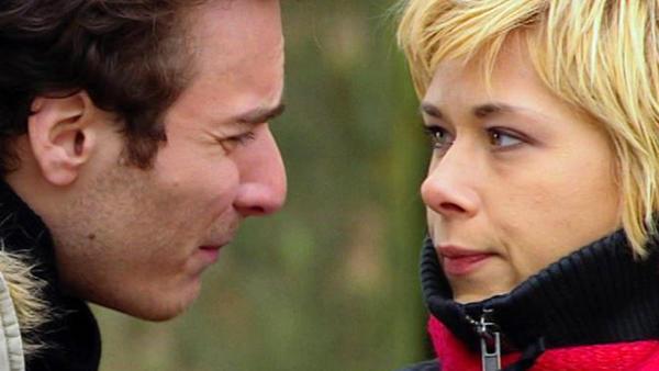 Julian kümmert sich um Diana