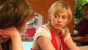 Lena gibt zu, dass sie sich in Ingo verliebt hat