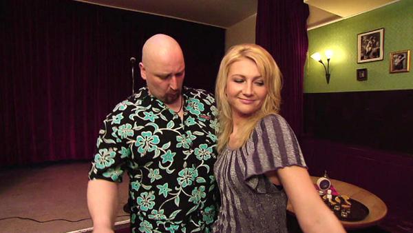 Ehemann belästigt alle möglichen Frauen