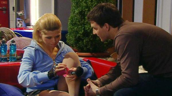 Oliver kümmert sich rührend um Diana