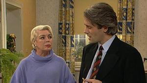 Margot ist wütend, denn Lars will ihr die Wohnung plötzlich nicht mehr weiterverkaufen