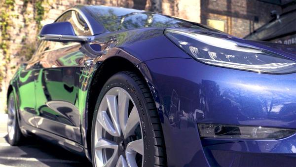 Thema heute u.a.: Fahrbericht Mercedes EQC vs. Tesla