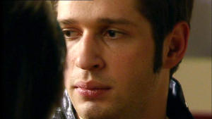 Deniz will Vanessa die Wahrheit über seinen Kuss mit Roman sagen