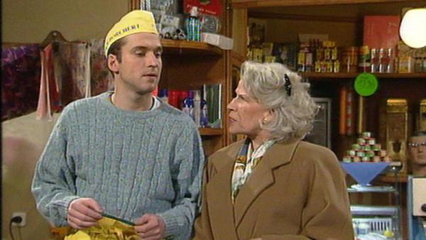 André und Beatrice treiben ein unfaires Spiel mit Tina.