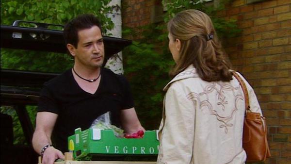 Nadja steht vor Marian zu ihren Gefühlen für Richard.