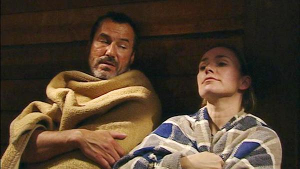 Richards und Nadjas Reise endet in einer einsamen Hütte