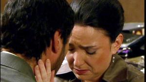Simone lehnt bekümmert Richards Heiratsantrag ab.