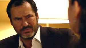 Richard bittet Simone, wieder seine Frau zu werden.