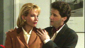 Peter versucht, Saskia von ihrem Plan abzubringen.