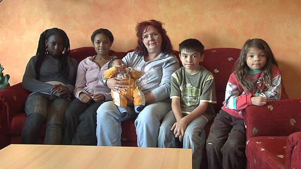 Mutter hat 5 Kinder von 5 Vätern