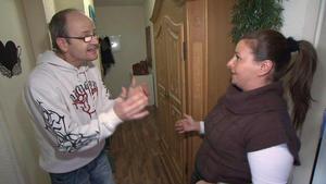 Attraktive Mutter treibt ein falsches Spiel mit ihrem Verlobten