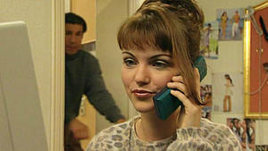 Aylin bekommt eine lukrative Stelle angeboten.