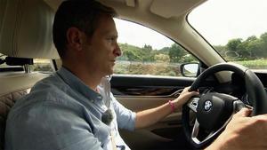 Axel Stein und Matthias Malmedie testen den 7er BMW