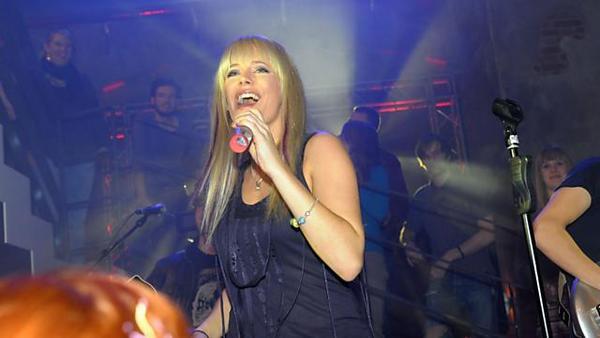 Tayfun lädt Ayla zu einem Konzert ein
