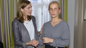 Katrin kümmert sich um Anna