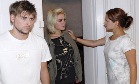 Paula ist entsetzt, dass Philip Bescheid weiß