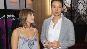 Pia informiert Jasmin über Dominiks Zustand