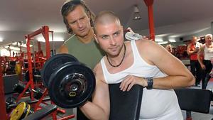 John trainiert fleißig für den Wettkampf