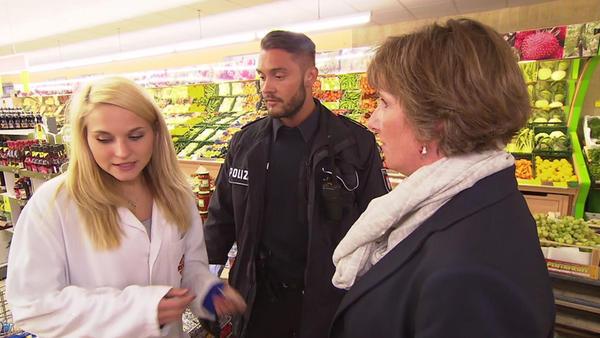 Eine Schwangere randaliert im Supermarkt