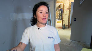 Eine Power-Frau auf dem Bau