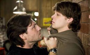 Rolf erkennt, dass Tobias ihn gegen Pia ausspielt