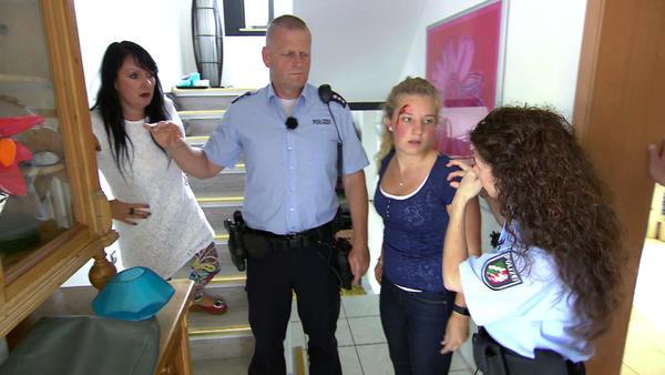 Heftige Auseinandersetzung zwischen Tochter und Stiefmutter führt zu weiterem Unheil/Veräng