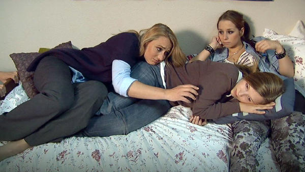 Philip klärt Lilly über seine Gefühle für sie auf