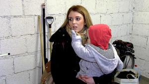Teeniemutter verheimlicht ihr Baby vor ihren Mitschülern