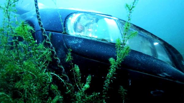 Thema u.a.: Auto unter Wasser