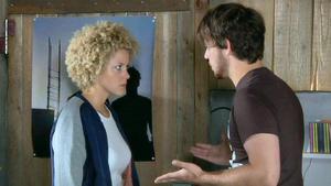 Micki klärt Tobias nach ihrem Kuss auf