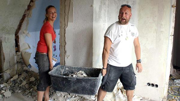 """Das """"Zuhause im Glück""""-Team hilft einer Familie in Not."""