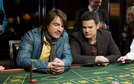 Till will seine Geldprobleme im Kasino lösen