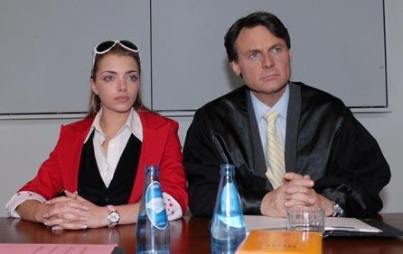Jo Gerner vertritt Emily vor Gericht