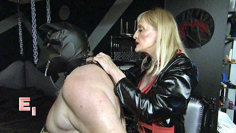Fetischmädel aus Deutschland bei Dildospielen